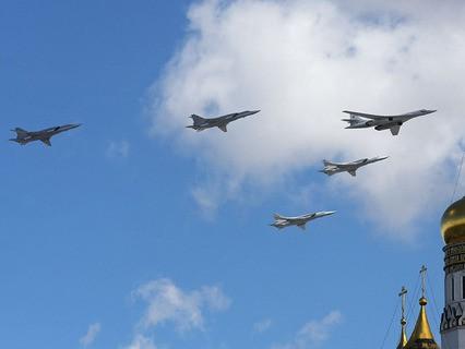 Стратегический ракетоносец Ту-160 и дальние бомбардировщики Ту-22М3