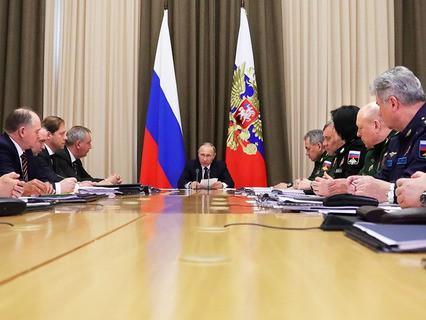 Владимир Путин на совещании с руководителями Минобороны и ОПК