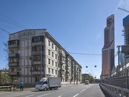 """Пятиэтажный дом рядом с """"Москва-Сити"""""""