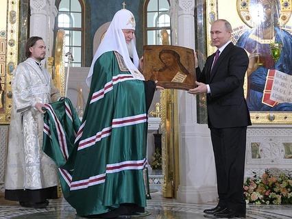 Владимир Путин передаёт в дар храму икону Иоанна Предтечи XIX века