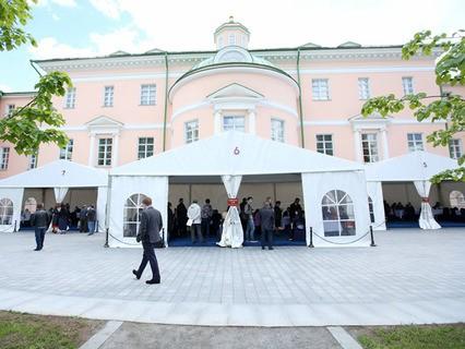 Приём жителей по вопросам о программе реновации в парке парламентско-общественного центра