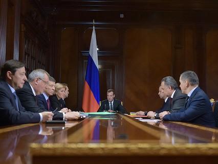 Дмитрий Медведев во время совещания с вице-премьерами