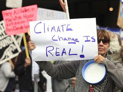 Акция протеста из-за решения США выйти из Парижского соглашения по климату