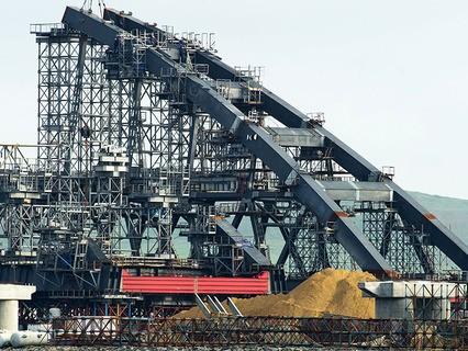 Сборка арочных пролётов для фарватерных опор моста через Керченский пролив в Крыму