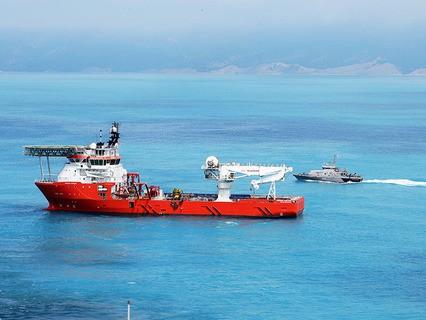 Судно снабжения Normand Poseidon, обеспечивающее работу судна-трубоукладчика Pioneering Spirit в Чёрном море в районе Анапы