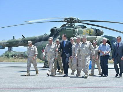 Президент Сирии Башар Асад посетил российскую авиабазу Хмеймим в провинции Латакия