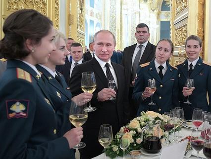 Владимир Путин на торжественном приёме после встречи с выпускниками высших военных учебных заведений