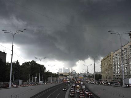 Грозовой фронт над Москвой