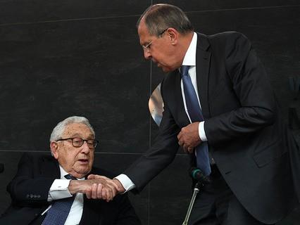 Бывший госсекретарь США Генри Киссинджер и министр иностранных дел РФ Сергей Лавров