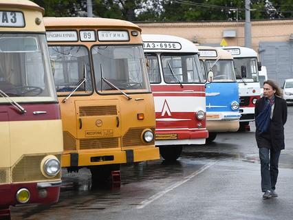 Выставка старинных автобусов