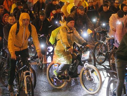 Участники третьего ночного велопарада в Москве