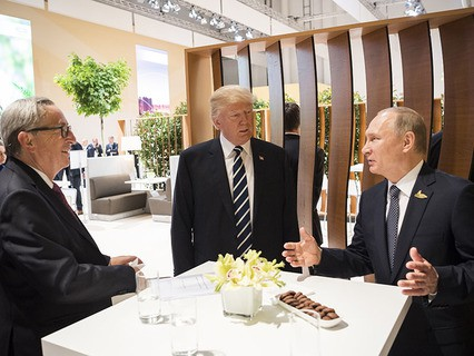 Первая встреча президента США Дональда Трампа и президента РФ Владимира Путина