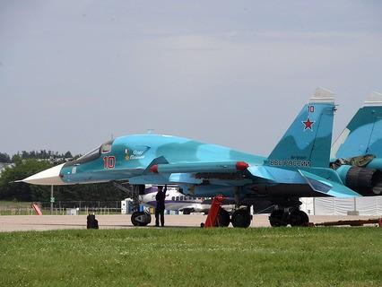Истребитель-бомбардировщик Су-34 на полигоне во время подготовки к открытию Международного авиационно-космического салона МАКС-2017 в Жуковском