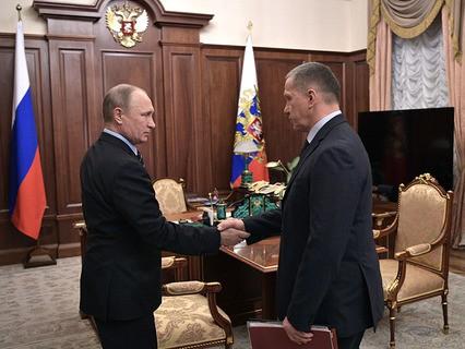 Владимир Путин и полномочный представитель президента в Дальневосточном федеральном округе Юрий Трутнев