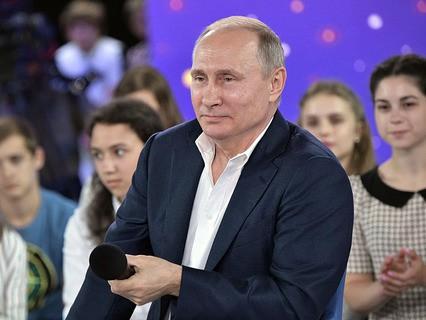"""Владимир Путин отвечает на вопросы во время """"Недетского разговора"""" в образовательном центре """"Сириус"""""""