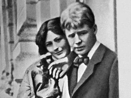 Поэт Сергей Есенин и его жена танцовщица Айседора Дункан