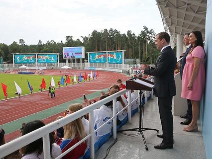 Дмитрий Медведев выступает на церемонии открытия чемпионата России по лёгкой атлетике