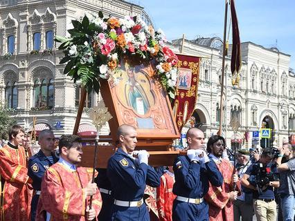 Крестный ход на Красной площади в Москве в честь празднования Дня ВДВ