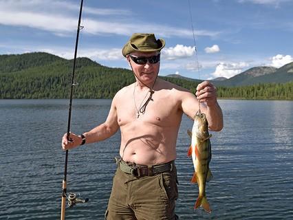 Владимир Путин во время рыбалки на каскаде горных озёр в Тыве