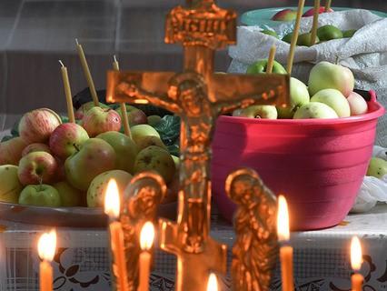Яблоки, освящённые во время богослужения в честь праздника Преображения Господня