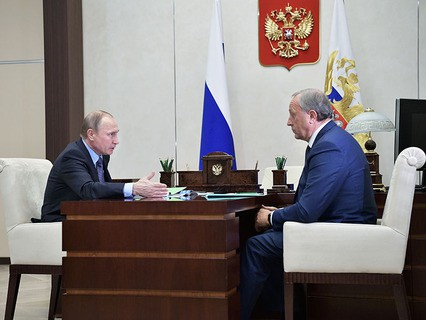 Владимир Путин и временно исполняющий обязанности губернатора Саратовской области Валерий Радаев