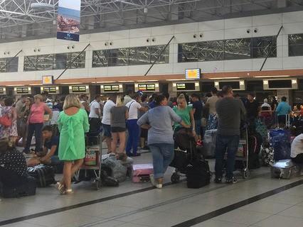 """Пассажиры """"ВИМ-Авиа"""" в аэропорту Анталии"""