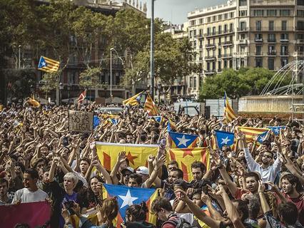 Участники митинга в Барселоне