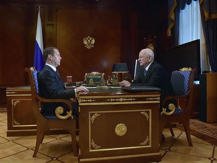 Председатель правительства Дмитрий Медведев и губернатор Оренбургской области Юрий Берг