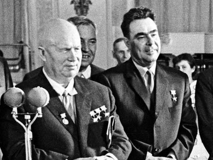 Никита Сергеевич Хрущёв и Леонид Ильич Брежнев