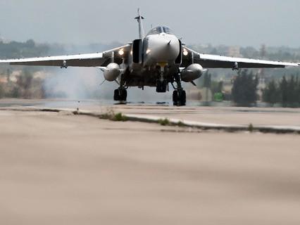 Российский Су-24 на авиабазе Хмеймим в Сирии