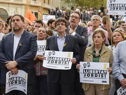 Лидер Каталонии Карлес Пучдемон на акции протеста