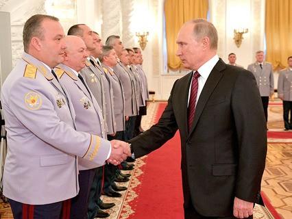 В Кремле прошла традиционная церемония представления президенту офицеров