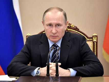 Владимир Путин на совещании с членами правительства