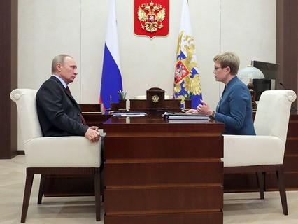 Владимир Путин и губернатор Мурманской области Марина Ковтун