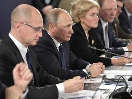 Владимир Путин во время совещания в здании Мариинского театра
