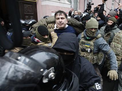Михаил Саакашвили во время задержания в Киеве
