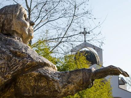 Памятник Ванге