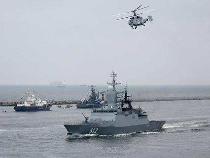 """Корвет """"Бойкий"""" и корабельный многоцелевой вертолёт Ка-27"""