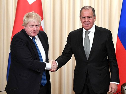 Министр иностранных дел Великобритании Борис Джонсон и глава МИД России Сергей Лавров