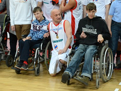"""Благотворительный баскетбольный матч в поддержку подопечных фонда Гоши Куценко """"Шаг вместе"""""""