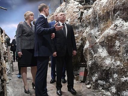 """Владимир Путин во время осмотра панорамы """"Прорыв"""""""