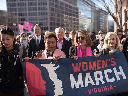 """Тысячи американок вышли на """"женский марш"""" в день годовщины инаугурации Дональда Трампа"""