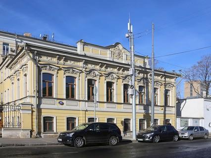Столб сотовой связи в центре Москвы