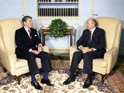 Президент США Рональд Рейган и Генеральный секретарь ЦК КПСС Михаил Горбачёв