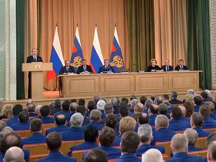 Владимир Путин выступает на расширенном заседании коллегии Генпрокуратуры