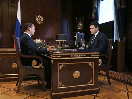 Председатель правительства Дмитрий Медведев и губернатор Калининградской области Антон Алихано во время встречи