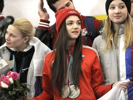 В аэропорту Шереметьево встретили олимпийцев, которые вернулись из южнокорейского Пхёнчхана