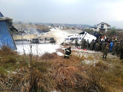 Место крушения пассажирского самолёта в Непале