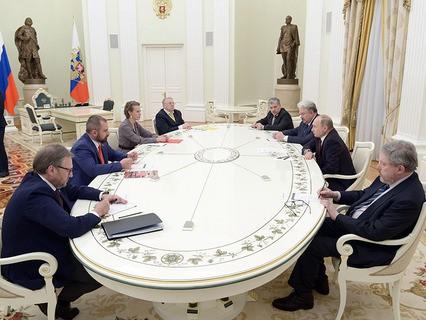 Владимир Путин на встрече с кандидатами на должность президента России