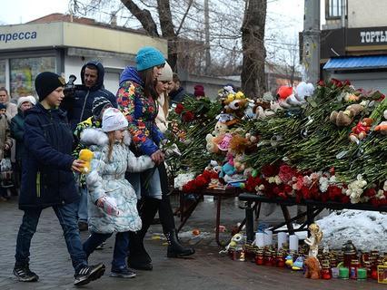 """Цветы в память о погибших в ТЦ """"Зимняя вишня"""""""